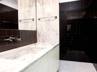 I.S.: Casas de banho  por Landmark Arquitectos,Moderno Cerâmica