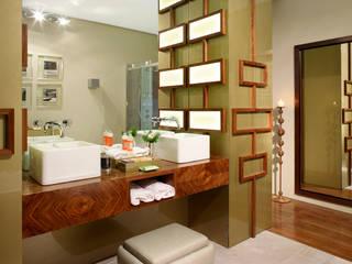 Susana Camelo Modern bathroom Solid Wood Wood effect