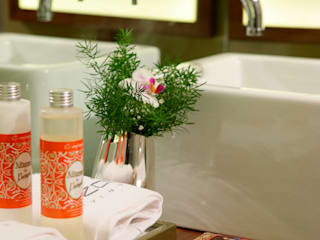 Ванные комнаты в . Автор – Susana Camelo, Модерн Твердая древесина Многоцветный