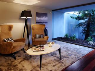 Susana Camelo Modern Corridor, Hallway and Staircase Brown