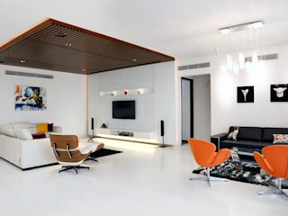 Mr.Reddy Residence:  Living room by Uber space