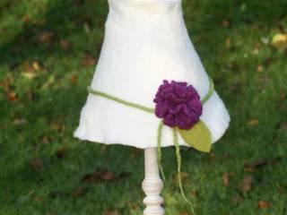 Shabby-chic Tischlampe mit großer Blume in lila:   von Rosenfilz