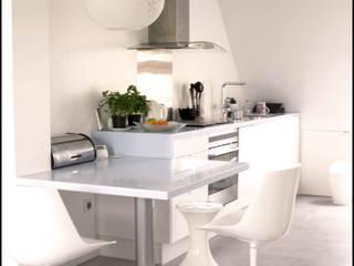 cuisine en corian blanc/bleu ciel Cuisine moderne par Agence KP Moderne Plastique