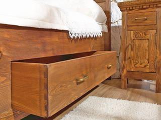Nachtschrank | antik braun: mediterrane Schlafzimmer von Massiv aus Holz
