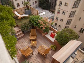 Duplex parisien Balcon, Veranda & Terrasse modernes par L'esprit au vert Moderne