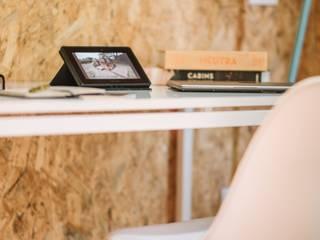 VIMOB: Estudios y despachos de estilo  por COLECTIVO CREATIVO, Moderno