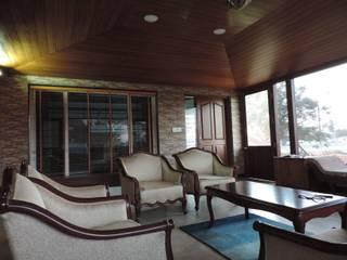 Dr. Anil's house: modern Living room by Joby Joseph Interior
