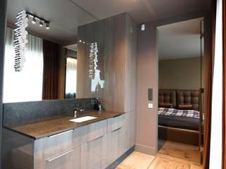 mroczna elegancja-strefa spokojnego snu ;-)….. livinghome wnętrza Katarzyna Sybilska Nowoczesna łazienka