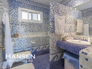 Bathroom by HansenProperties
