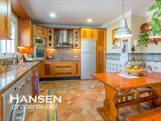 Kitchen by HansenProperties