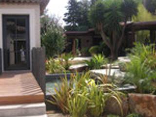 extension villa à ST TROPEZ pour un Couturier celebre:  de style  par joel mart architecte