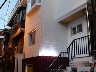 Modern home by atelier mandlda Modern