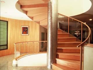 Corridor & hallway by Diseño Integral En Madera S.A de C.V., Modern