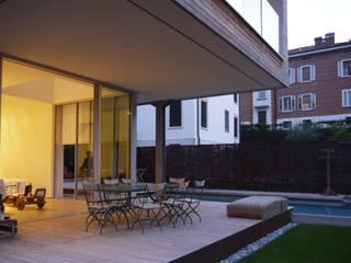 Casa NB Balcone, Veranda & Terrazza in stile minimalista di 02.aa architetti associati Minimalista