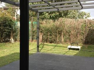 Nowoczesny ogród od Andrés Hincapíe Arquitectos A H A Nowoczesny