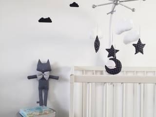 Mobile bébé étoiles / nuages / lune / petit noeud / bleu par Le Petit Bow Éclectique