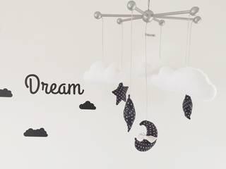 Mobile bébé étoiles / nuages / lune / petit noeud / bleu Le Petit Bow Chambre d'enfantsAccessoires & décorations