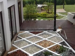 Casa La Pradera: Jardines de estilo moderno por Andres Hincapie Arquitectos