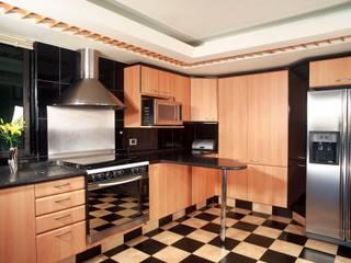 Cucina moderna di Diseño Integral En Madera S.A de C.V. Moderno