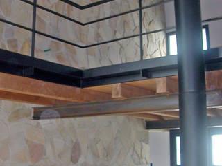 Casa P1: Soggiorno in stile  di Green Studio architettura + design