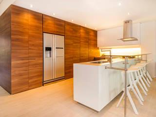 Cocinas modernas: Ideas, imágenes y decoración de FR ARQUITECTURA S.A.S. Moderno