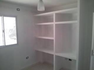 Departamento Moderno: Dormitorios de estilo  por Construcciones Aureas