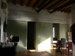 progetto casa Soggiorno moderno di Giovanni Lucentini piccolo studio di architettura di 7 mq. Moderno