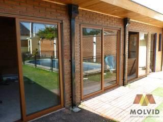 Obra Quincho Merlo Norte Balcones y terrazas modernos: Ideas, imágenes y decoración de VETROLUX ABERTURAS Moderno