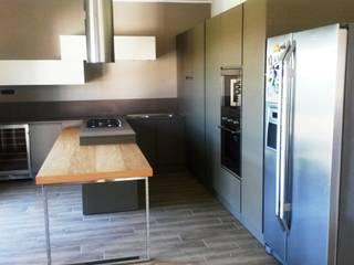 Modern kitchen by Vibo Cucine sas di Olivero Bruno e c. Modern