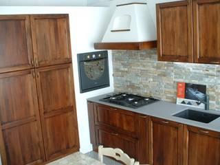 Rustic style kitchen by Vibo Cucine sas di Olivero Bruno e c. Rustic