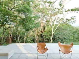 Terrazas de estilo  de PLUS Arquitectura y Diseño Ltda., Moderno