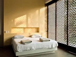 Dormitorios de estilo  de PLUS Arquitectura y Diseño Ltda., Moderno