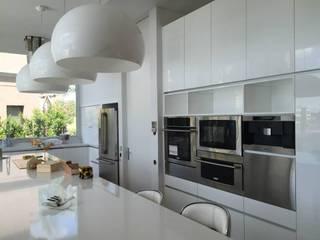 Casa en Cardales Modern Kitchen by BARRIONUEVO SIERCHUK ARQUITECTAS Modern