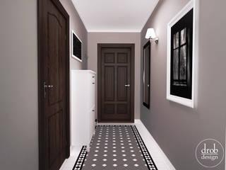 Klasyczny Holl - mieszkanie w Lublinie. Widok na drzwi wyjściowe.: styl , w kategorii Korytarz, przedpokój zaprojektowany przez Drob Design
