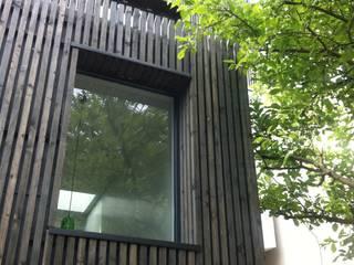 Rénovation et agrandissement d'une maison individuelle Maisons modernes par SARA Architecture Moderne
