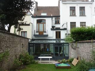 Rénovation basse énergie à Bruxelles:  de style  par Responsible Young Architects sprl