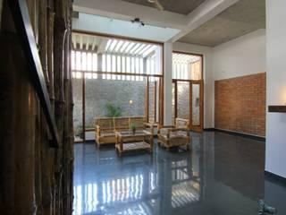 Salas de estar  por  Murali architects, Moderno