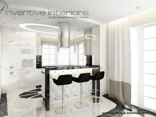 Barek z tapicerowaniem Klasyczna kuchnia od Inventive Interiors Klasyczny
