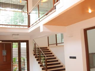 House of Dr. Hariharan Modern corridor, hallway & stairs by Murali architects Modern