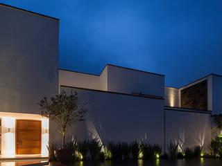 by PORTICO Arquitectura + Construcción Класичний