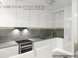 Biało szara kuchnia Minimalistyczna kuchnia od Inventive Interiors Minimalistyczny