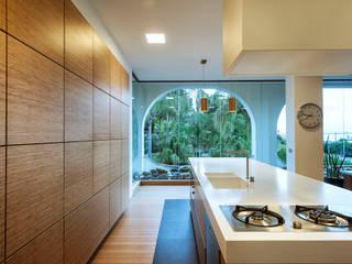 Realizzazioni Cucina moderna di Ebanisteria Cavallaro Moderno
