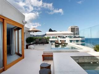 Cobertura São Conrado Varandas, alpendres e terraços modernos por Carmen Mouro - Arquitetura de Exteriores e Paisagismo Moderno