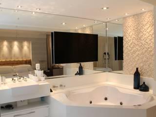 Bathroom by Marcia Arcaro Design Ltda ME, Modern