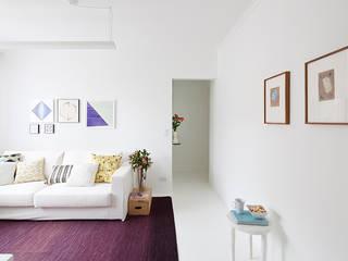 客廳 by INÁ Arquitetura, 簡約風