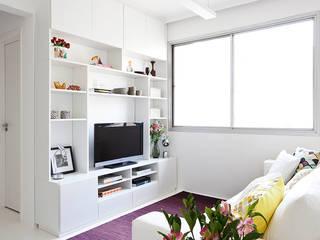 INÁ Arquitetura Salas multimedia de estilo minimalista