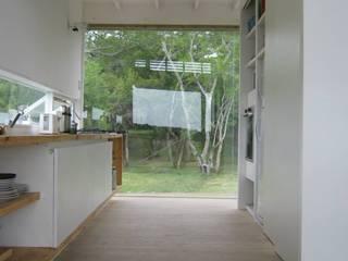 CASA LAGUNA EL ROSARIO: Pasillos y recibidores de estilo  por Frias+Tomchinsky Arquitectos