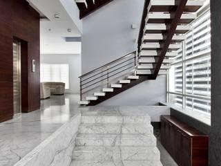 Babu Residence Modern corridor, hallway & stairs by Planet 3 Studios P Limited Modern