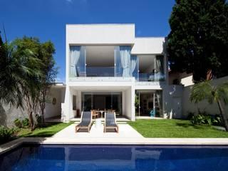 Casas estilo moderno: ideas, arquitectura e imágenes de Di Pace Art e Design Moderno