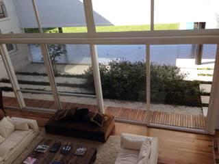 Casa Moderna: Terrazas de estilo  por GG&A